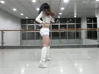 白色长靴美女热舞 游戏视频