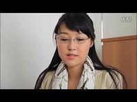 热门短片 日本诱人美女 丝袜制服 办公室展现完