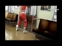 艾斯/搞笑奥特曼 打瞌睡坐地铁坐过了/奥特曼 最热视频