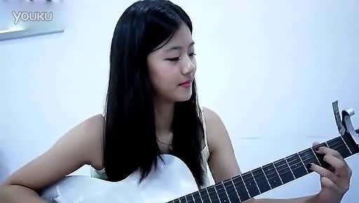 清纯美女吉他弹唱
