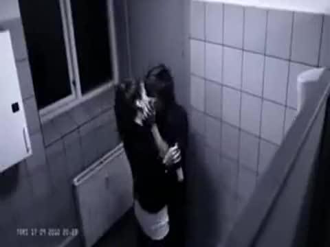 美女 帅哥 在厕所里面做爱 游戏视频