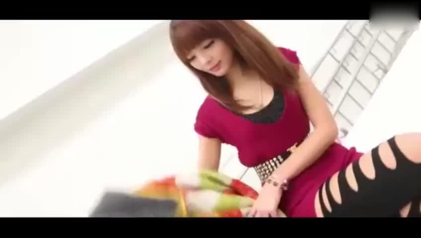 【街拍美女】服务业美女街拍低胸秀性感 游戏视频