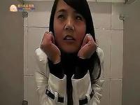 搞笑视频 美女上厕所忘记带厕纸【猪八戒返利网