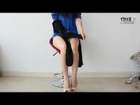 长腿诱人美女换丝袜play