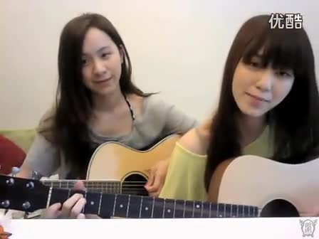 美女吉他弹唱lucky
