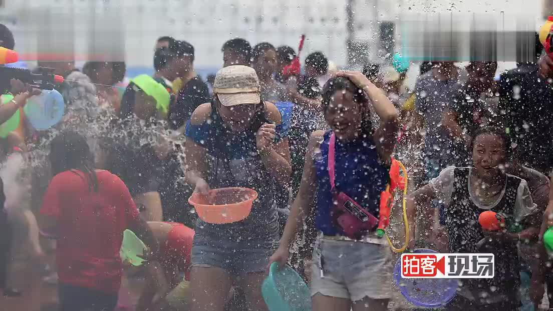 【街拍客】西双版纳万人欢度泼水节