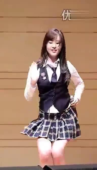 韩团性感短裙学生服热舞秀腿 美女视频