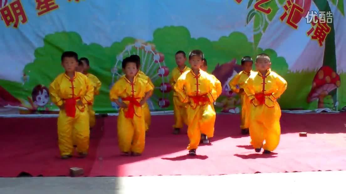 """幼儿园2014六一舞蹈中二班我是男生我最强-""""幼儿园&quot"""