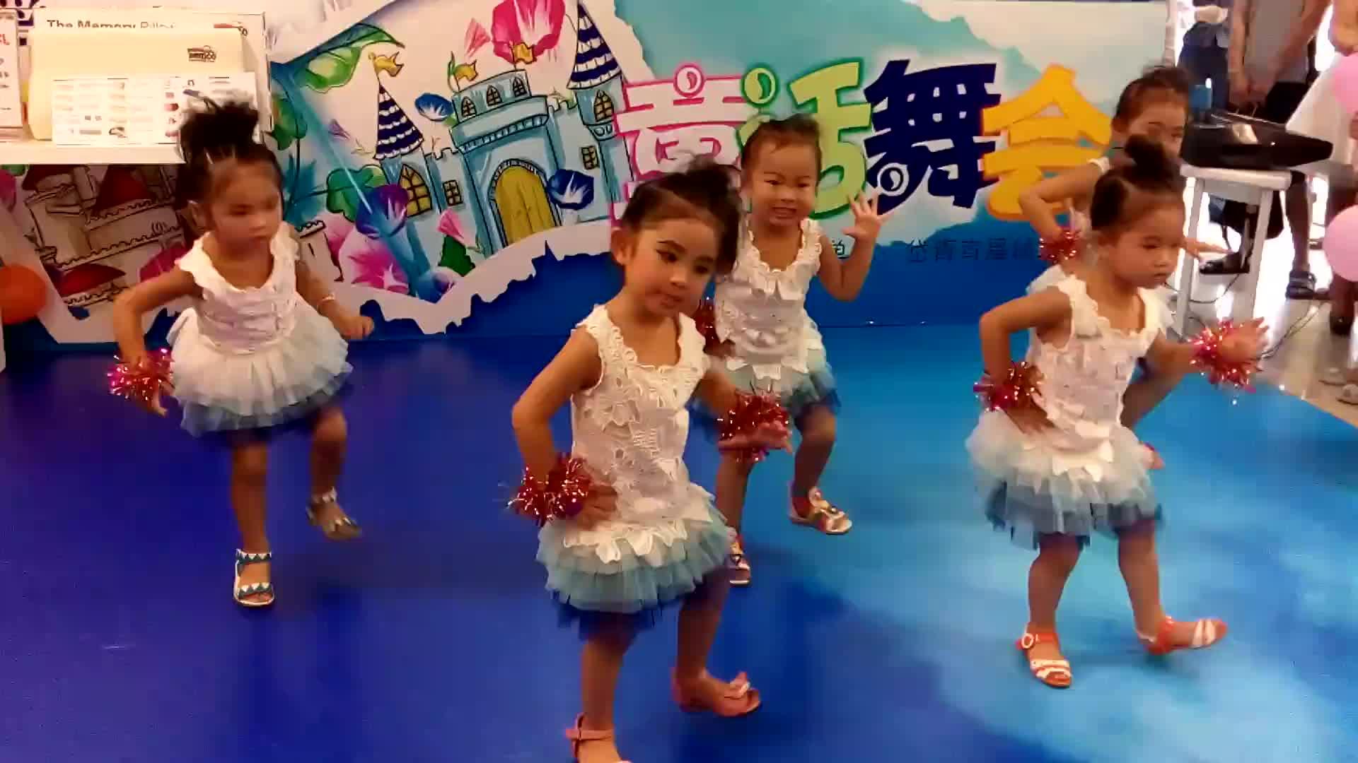 视频直击 幼儿园南宁百胜儿童时装表演高清-六一儿童节