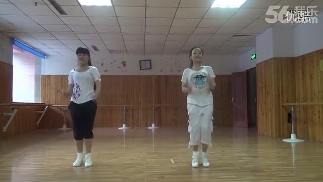 两美女炫舞小苹果! 排舞