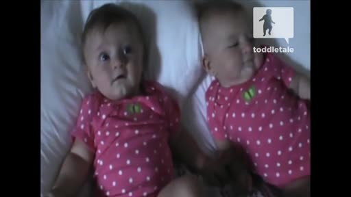 集锦【发现最热视频】太萌了!超可爱双胞胎姐姐卖萌妹妹笑成逗逼-视频